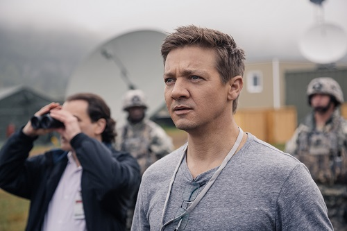 Jeremy Renner as Ian Donnelly in ARRIVAL by Paramount Pictures Photo credit: Jan Thijs © 2016 PARAMOUNT PICTURES. ALL RIGHTS RESERVED.