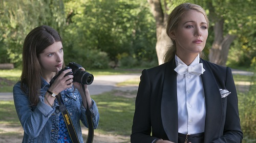 Anna Kendrick as Stephanie and Blake Lively as Emily in A SIMPLE FAVOR. Photo Credit: Peter Iovino.