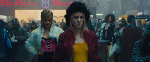 (Center) MACKENZIE DAVIS as Mariette in Alcon Entertainment's action thriller BLADE RUNNER 2049, a Warner Bros. Pictures and Sony Pictures Entertainment release, domestic distribution by Warner Bros. Pictures and international distribution by Sony Pictures.