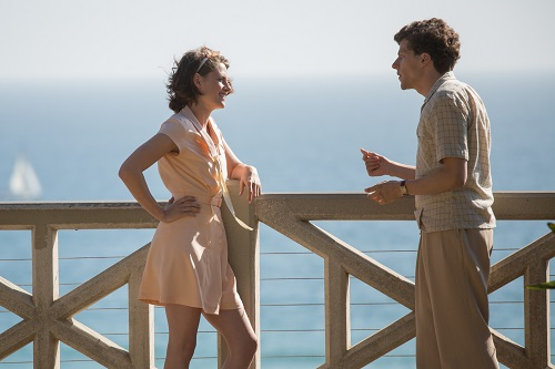 Vonnie (Kristen Stewart) and Bobby (Jesse Eisenberg) in CAFÉ SOCIETY. Copyright 2016 Gravier Productions, Inc., Photography Sabrina Lantos.