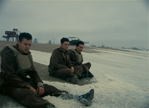 (L-R) HARRY STYLES as Alex, ANEURIN BARNARD as Gibson and FIONN WHITEHEAD as Tommy in the Warner Bros. Pictures action thriller DUNKIRK, a Warner Bros. Pictures release. Courtesy of Warner Bros. Pictures.