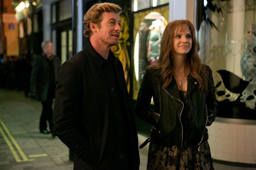 Simon Baker and Anna Faris in I GIVE IT A YEAR, a Magnolia Pictures release. Photo courtesy of Magnolia Pictures.