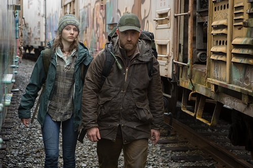 Thomasin Harcourt McKenzie and Ben Foster in LEAVE NO TRACE, a Bleecker Street release. Credit: Scott Green / Bleecker Street.