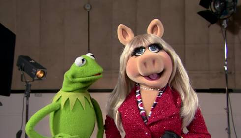 Kermit the Frog and Miss Piggy on the set of Muppets Most Wanted