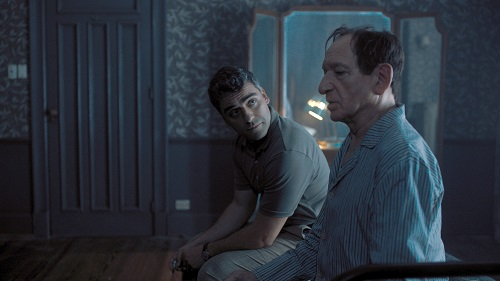 Oscar Isaac (left) stars as Peter Malkin and Ben Kingsley stars as Adolf Eichmann in OPERATION FINALE, written by Matthew Orton and directed by Chris Weitz, a Metro Goldwyn Mayer Pictures film. Credit: Metro Goldwyn Mayer Pictures © 2018 Metro-Goldwyn-Mayer Pictures Inc. All Rights Reserved.