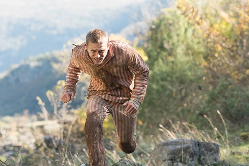 Charlie Hunnam stars as Henri 'Papillon' Charriére in director Michael Noer's PAPILLON, a Bleecker Street release. Credit: Jose Haro / Bleecker Street.