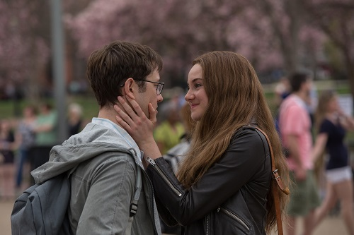 Joseph Gordon-Levitt as Edward Snowden and Shailene Woodley as Lindsay Mills in Academy Award® winning director Oliver Stone's international thriller SNOWDEN. Photo credit: William Gray / Distributor: Open Road Films.