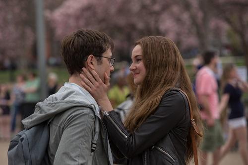 Joseph Gordon-Levitt as Edward Snowden and Shailene Woodley as Lindsay Mills in Academy Award® winning director Oliver Stone's international thriller SNOWDEN. Photo credit: William Gray / Distributor: Open Road Films.