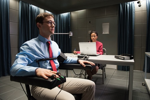 Joseph Gordon-Levitt as Edward Snowden in Academy Award® winning director Oliver Stone's international thriller SNOWDEN. Photo credit: Jürgen Olczyk / Distributor: Open Road Films.