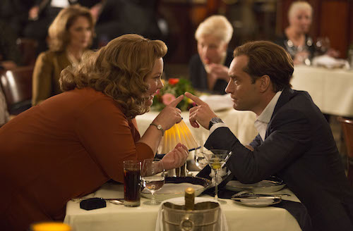 Susan Cooper (Melissa McCarthy) clearly has eyes for her partner, superspy Bradley Fine (Jude Law). Photo credit: Larry Horricks. 2015 Twentieth Century Fox. All Rights Reserved. Not for sale or duplication.