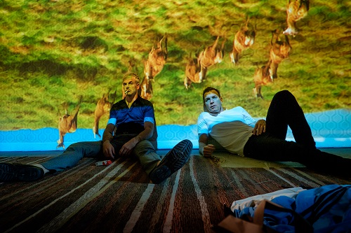 Simon (Jonny Lee Miller) and Mark Renton (Ewan McGregor) in TriStar Pictures T2: TRAINSPOTTING.