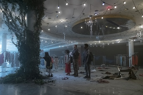 Zu (MIYA CECH), Ruby (AMANDLA STENBERG), Liam (HARRIS DICKINSON) and Chubs (SKYLAN BROOKS) enter an abandoned mall in Twentieth Century Fox's THE DARKEST MINDS. Photo credit: Daniel McFadden; TM & © 2018 Twentieth Century Fox Film Corporation. All Rights Reserved. Not for sale or duplication.