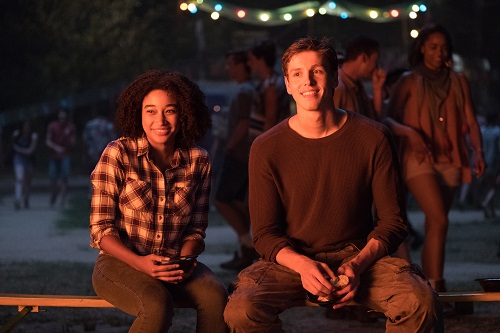 Ruby (AMANDLA STENBERG) and Liam (HARRIS DICKINSON) in Twentieth Century Fox's THE DARKEST MINDS. Photo credit: Daniel McFadden; TM & © 2018 Twentieth Century Fox Film Corporation. All Rights Reserved. Not for sale or duplication.