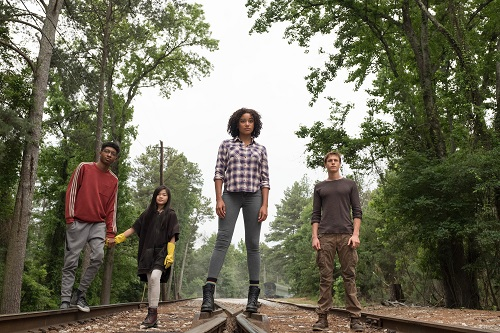 L-R: Chubs (SKYLAN BROOKS), Zu (MIYA CECH), Ruby (AMANDLA STENBERG) and Liam (HARRIS DICKINSON) in Twentieth Century Fox's THE DARKEST MINDS. Photo credit: Daniel McFadden; TM & © 2018 Twentieth Century Fox Film Corporation. All Rights Reserved. Not for sale or duplication.