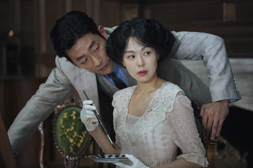 HA Jung-woo and KIM Min-hee in THE HANDMAIDEN, an Amazon Studios / Magnolia Pictures release. Photo courtesy of Amazon Studios / Magnolia Pictures.