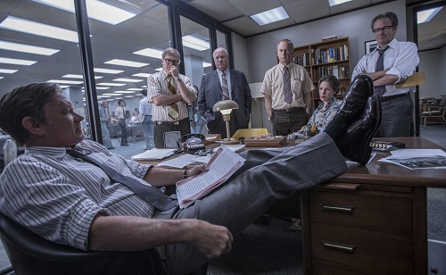 L-R: Tom Hanks (Ben Bradlee), David Cross (Howard Simons), John Rue (Gene Patterson), Bob Odenkirk (Ben Bagdikian), Jessie Mueller (Judith Martin), and Philip Casnoff (Chalmers Roberts) in Twentieth Century Fox's THE POST. Photo Credit: Niko Tavernise. © 2017 TWENTIETH CENTURY FOX FILM CORPORATION AND STORYTELLER DISTRIBUTION CO. LLC. ALL RIGHTS RESERVED.