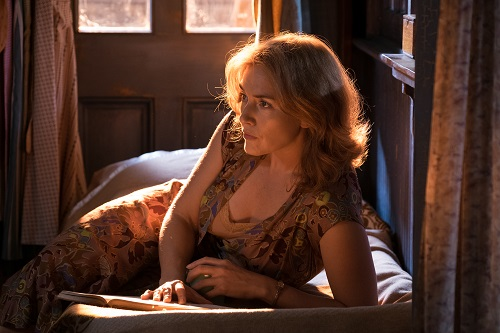 Kate Winslet in Woody Allen's WONDER WHEEL, an Amazon Studios release. Credit: Jessica Miglio / Amazon Studios.