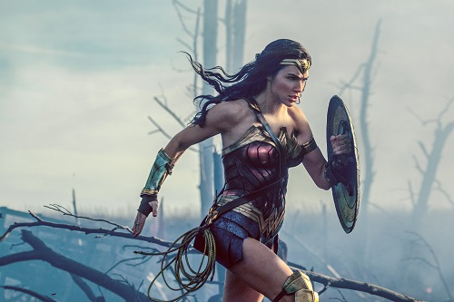 GAL GADOT as Diana in the action adventure WONDER WOMAN, a Warner Bros. Pictures release. Courtesy Clay Enos/ TM and © DC Comics, © 2017 WARNER BROS. ENTERTAINMENT INC. AND RATPAC ENTERTAINMENT, LLC.