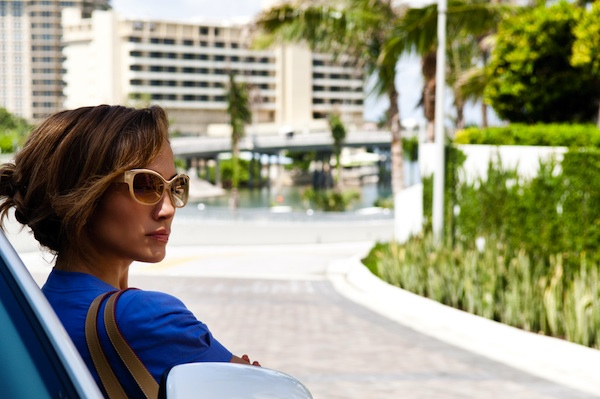 Jennifer	   Lopez	   stars	   as	   Leslie,	   a	   savvy	   insider,	   who	   is	   short	   on	   cash,	   but	   big	   on	   looks,	   smarts	   and	    ambition,	   who	   partners	   with	   PARKER	   for	   the	   ultimate	   heist.