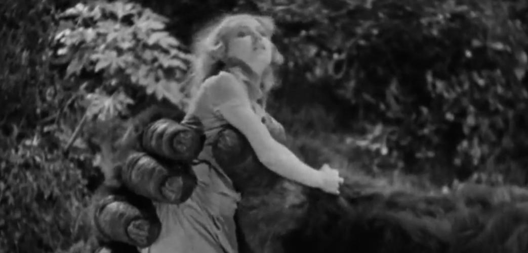 Ann Darrow (Fay Wray) in Kong's grip