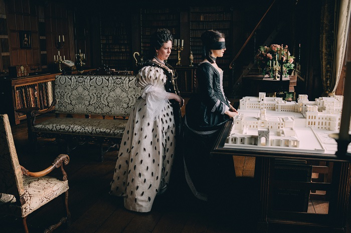 Olivia Colman and Rachel Weisz in the film THE FAVOURITE. Photo by Atsushi Nishijima. © 2018 Twentieth Century Fox Film Corporation All Rights Reserved