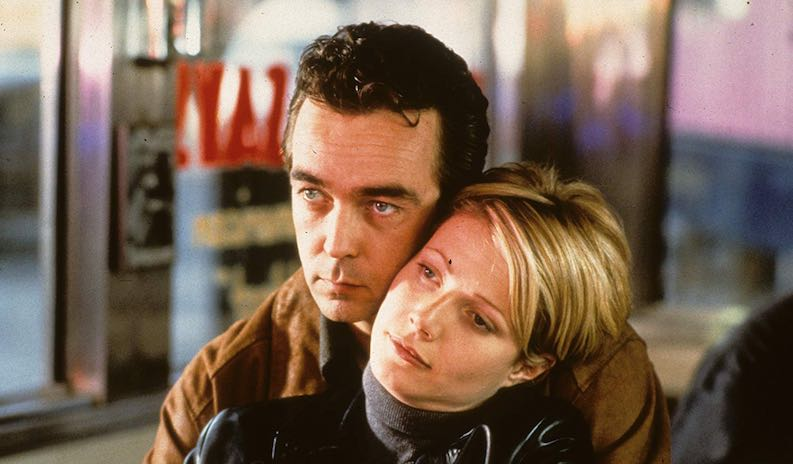 Gwyneth Paltrow and John Hannah in Sliding Doors (1998)